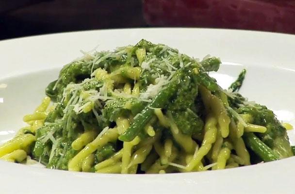 Trofie-al-pesto-con-patate-e-fagiolini-ricetta-parliamo-di-cucina