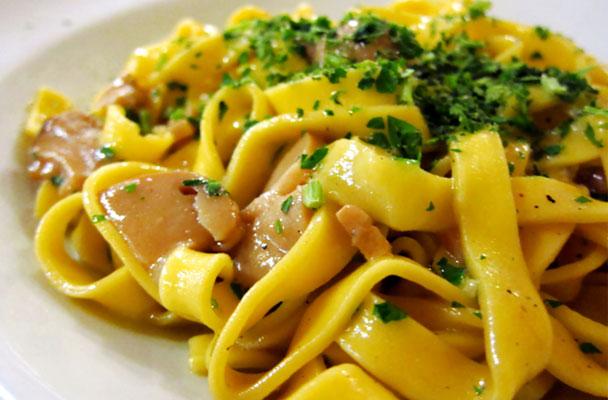 Fettuccine-ai-funghi-porcini-ricetta-parliamo-di-cucina