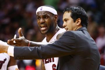 LeBron James, à gauche, et Erik Spoelstra avec le Miami Heat en 2013.