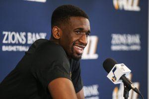 Ekpe Udoh lors d'une conférence de presse pour le Jazz de Utah