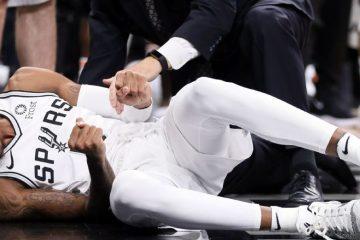 Dejounte Murray au sol après sa blessure au genou