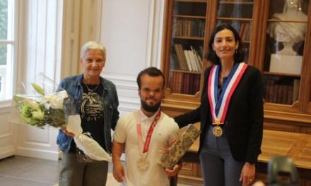 Axel Bourlon, vice-champion paralympique 2021, honoré par la Mairie du Coteau