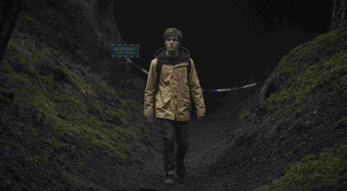 Dark– quattro famiglie e un warmhole