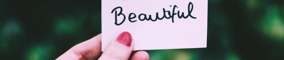 Carine, belle e bellissime: le femmine secondo i maschi tra instagram, show e serie tv