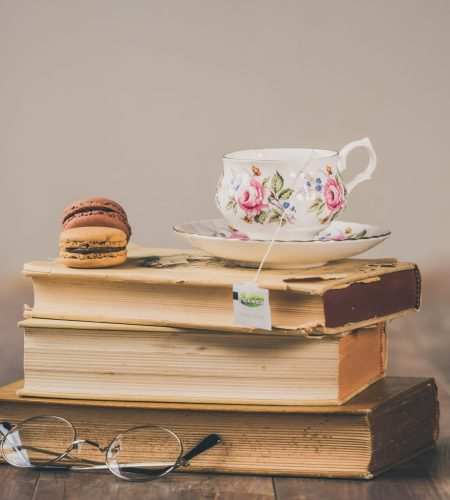 <em>Drink and read</em> autunnale: tre libri con tisana