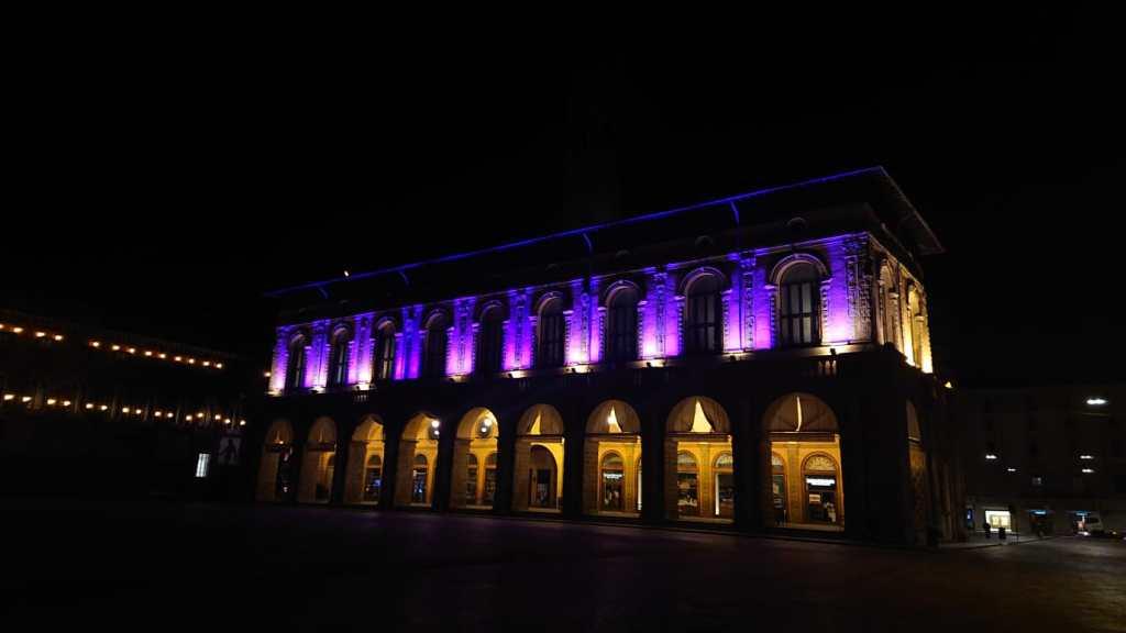 Bologna Palazzo del Podestà illuminato
