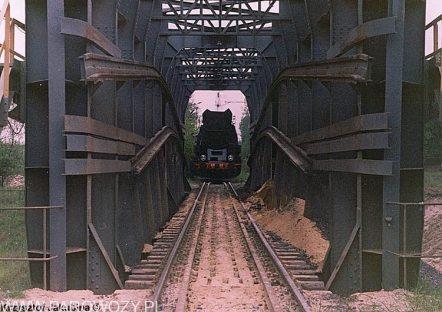 Ty51-137 przed wjazdem na most zsypowy KP Kotlarnia około 1990-1991roku. Fot.: Krzysztof Jakubina ze zbiorów Jacka Chiżyńskiego