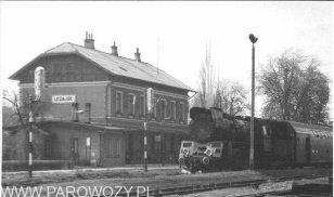 Ol49-100 z pociągiem osobowym nr 23419 na stacji Lezajsk. Maj'1988. Fot.: Maciej Czapkiewicz