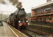 OKz32-2 z pociągiem towarzyszącym otwarciu Skansenu w Chabówce 11.VI.1993roku. Fot.: Ryszard Smulkowski.