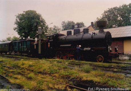 Tr12-25 z pociągiem towarzyszącym otwarciu Skansenu w Chabówce 11.VI.1993roku. Fot.: Ryszard Smulkowski.
