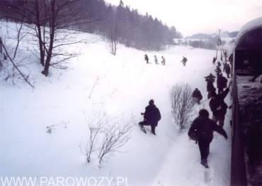 ierwszy foto-stop za Rabką-Zdrój:Śniegu po pas, nie zniechęca to jednak do fotografowania.