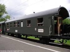 Wagon pociągiu Kraków Główny-Wieliczka Rynek 14.08.2004. Fot.: Leszek Biliński.
