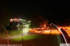 """Widok na Skansen nocą z """"Zakopianki"""". Fot.: Miłosz Mazurek"""