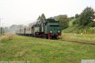 OKz32-2 z ogólnodostępnym pociągiem retro w relacji Chabówka-Dobra koło Limanowej. 11.09.2005. Fot.: Miłosz Mazurek.