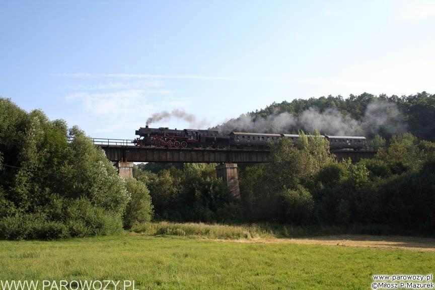 Ty2-953 z porannym pociągiem retro towarzyszącym Parowozjadzie'2006.
