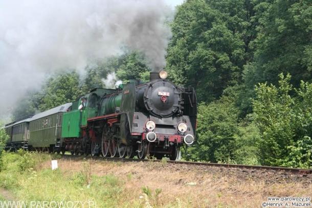 Pm36-2 z wagonami osobowymi, Rabka-Zdrój. Parowozjada'2006-przejazdy z Rabki Zarytego do Chabówki. Fot.: Henryk Mazurek.