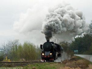Ty42-107 z pociągiem nr 33300 Klęczany-Chomranice 6.04.2014. Fot.: Łukasz Alczewski.