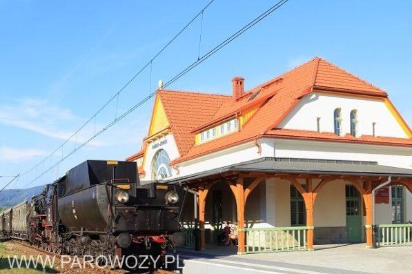 Ostatni w 2015 ogólnodostępny pociąg retro z Ty42-107 i zabytkowymi wagonami osobowymi. Fot.: Henryk Mazurek.