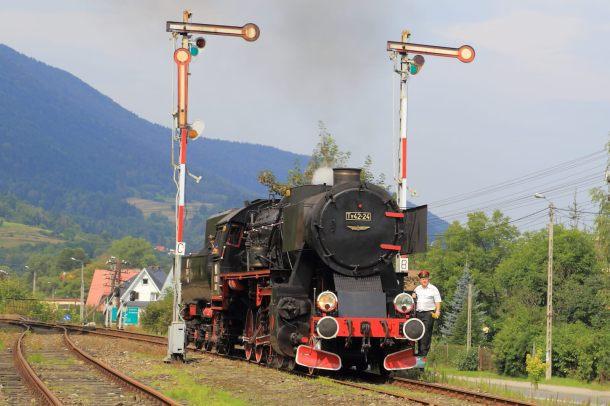 Ty42-24 na stacji Mszana Dolna. 21.08.2016. Fot.: Miłosz Mazurek.