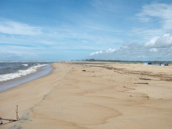 La spiaggia dell'oceano indiano a Mananjri