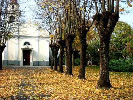 La Chiesa di Viarolo in autunno