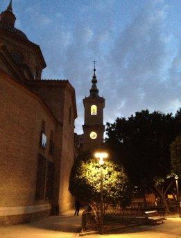 Torre iluminada de la iglesia parroquial de San Nicolás de Murcia. (Pinchando en la imagen se puede ver ampliada).