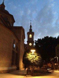 Torre iluminada de la iglesia parroquial de San Nicolás de Murcia. (Pulsando en la foto se puede ver ampliada).