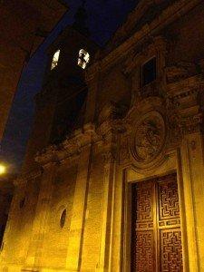 Portada principal y torre iluminada de la iglesia parroquial de San Nicolás de Murcia: Calle de San Nicolás. (Pulsando en la foto se puede ver ampliada).