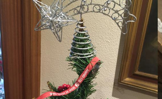 Pulsera en el árbol de Navidad