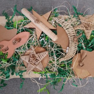 natural foraging board for birds