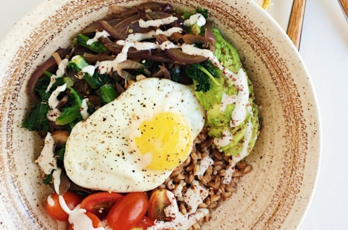 Farro Breakfast Bowls with Za'atar and Lemon Tahini