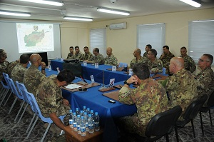 02._un_momento_del_briefing_di_aggiornamento_operativo_presso_la_TSU-S_di_Farah