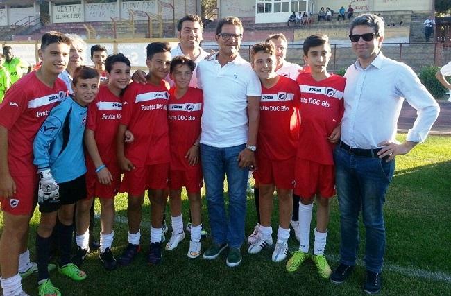 Capello e Venuti insieme con alcuni ragazzi che hanno partecipato al torneo