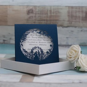 5_Partecipazione blu con disegno sposi