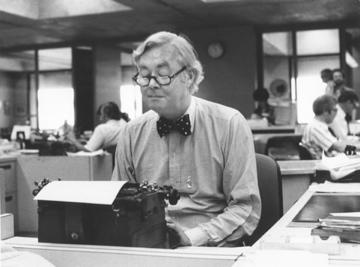 daniel-patrick-moynihan-at-typewriter360267s