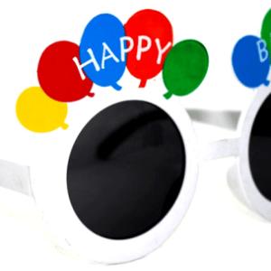 Stok durumuna göre farklı renklerde gönderilir. Parti gözlükleri temalı partilerin vazgeçilmez parti aksesuarıdır. Partilerinizde eğlenceyi artırmak ve parti fotoğraflarınızı en beğenilen yapmak için parti gözlüklerine ve diğer kostüm aksesuarlarına bakmayı unutmayın. En çok parti gözlüğü ve parti aksesuarını partipaketi.com ve PartiPaketi mağazalarında bulabilirsiniz.