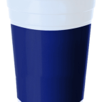 Plastik kullan at parti bardağı. Doğum günü partilerinizde