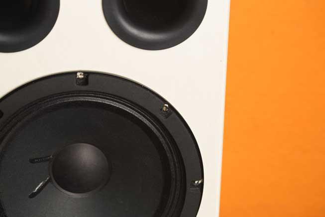 Cassa di risonanza in legno per una migliore qualità acustica