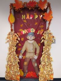 Quick and Simple Thanksgiving Door Decorations - PartyCheap