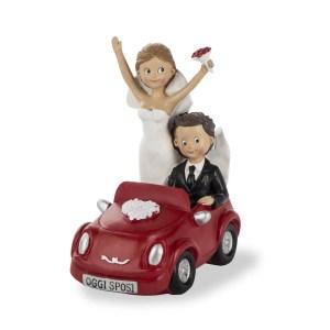 Bomboniera sopratorta sposi in auto