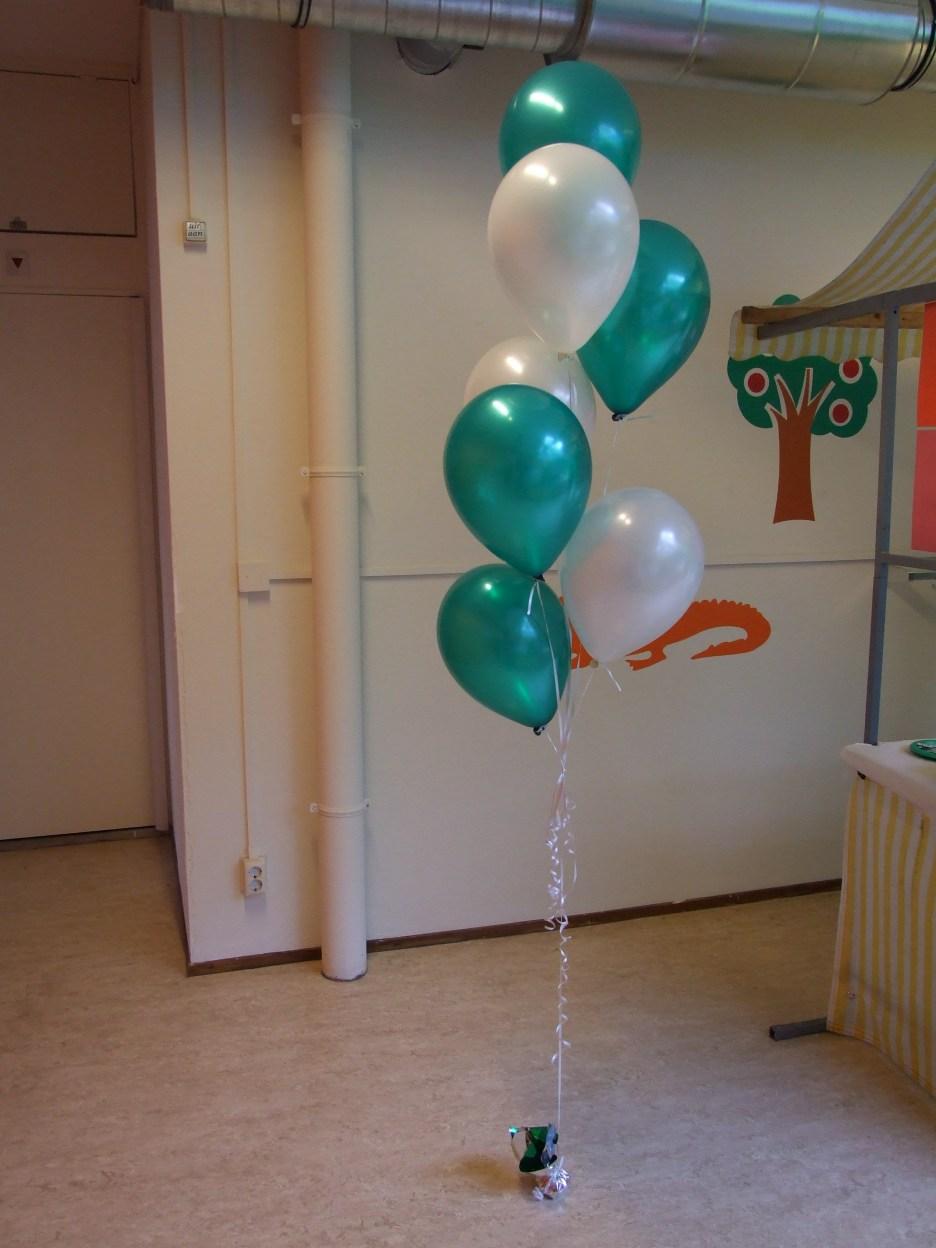 ballontrosje met wit,groene ballonnen