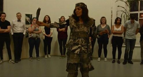 Parya Vatankhah, Je suis un arbre, performance, Grand Palais, paris