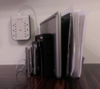 Variera Ikea Hack support pratique tablette recharge Pascal Forget