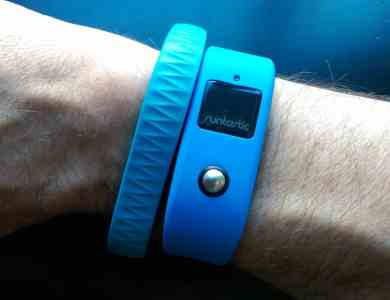 Jawbone Up et Runtastic Orbit au poignet droit