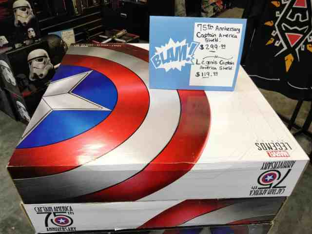 Marchandise boutique ThinkGeek New York bouclier 75th Anniversary Captain America