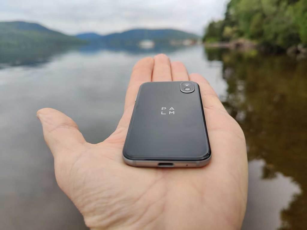 Téléphone Palm minuscule paume de la main