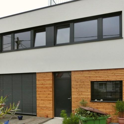 Außenansicht eines Einfamilienhauses aus Brettersperrholz in Wien (Paschinger Architekten)