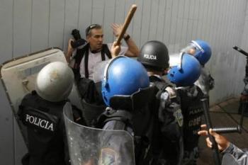 poliia militar reprime