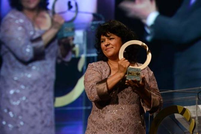Secretario del Congreso Nacional anuncia querella por difamación contra Bertha Cáceres, Premio Mundial Ambiental Godman 2015