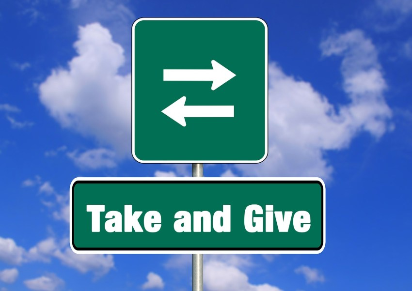 give and take 556150 1280 - SEJA DOADOR PARA O UNIVERSO E FIQUE RICO